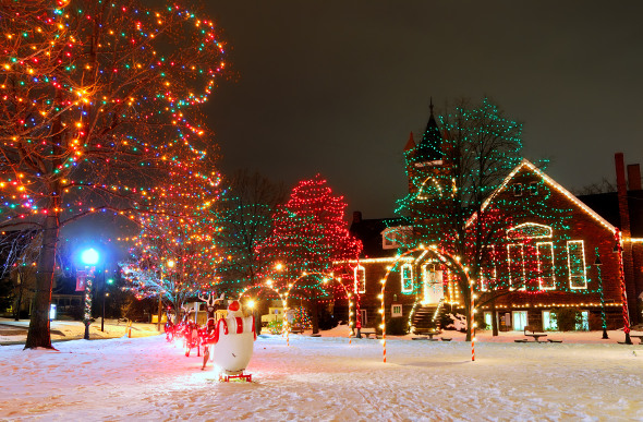 Christmas holiday attractions in the usa for Places to visit in christmas in usa